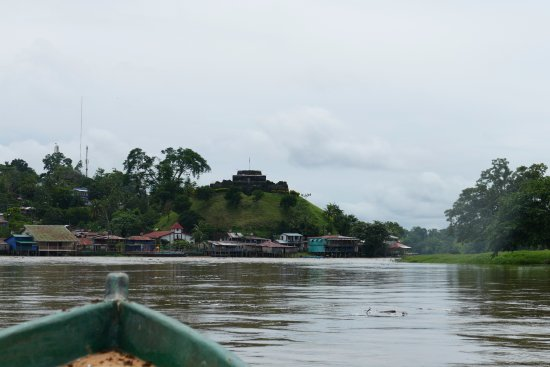 El Castillo, Nicaragua: Approaching the castle and village waterfront.