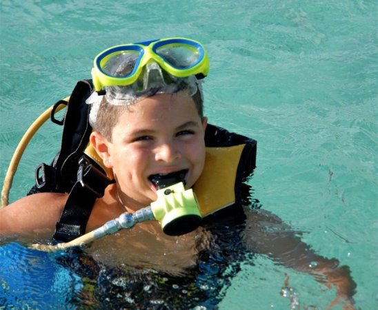 Kralendijk, Bonaire: Kids 5 yrs and older can try diving with SASY gear