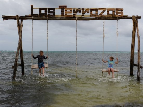 Las Terrazas Resort: Swings in the water and a rope to do jumps