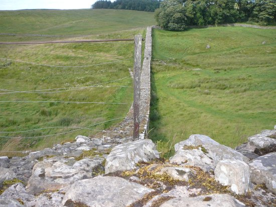 Walltown Crags - Hadrian's Wall : Looking along a section of the wall