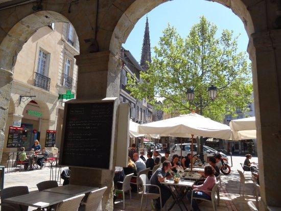 Limoux, France : Vue sympa sur la place de la République
