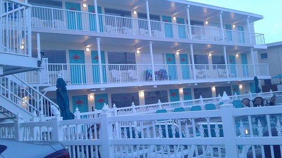 Aztec Resort Motel : Poolside rooms