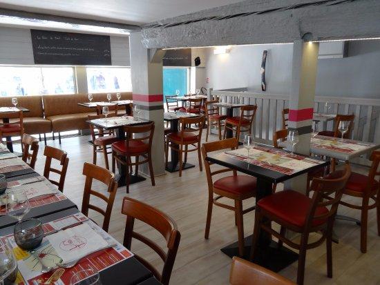 Limoux, France : salle à l'étage