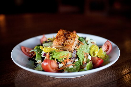 Blaine, MN: Build-Your-Own Salads