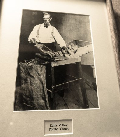 Village Smithy Restaurant: The grandfathers of the current artists...