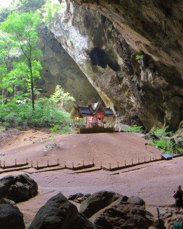 Sam Roi Yot, Tailandia: Flot tempel mit i grotten