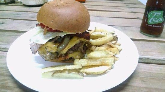 Sogamoso, Colombia: Hamburguesa doble Tuczon