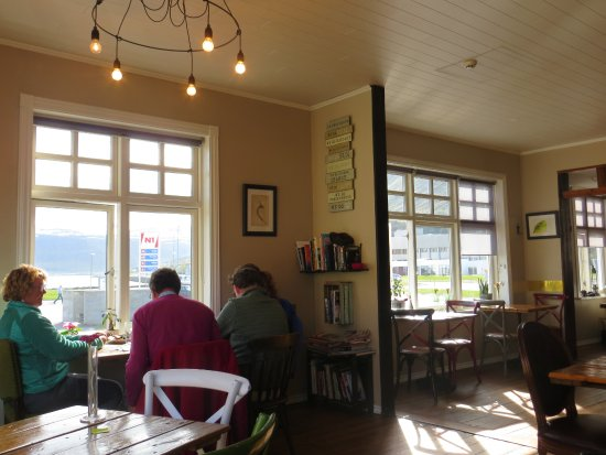 Isafjordur, İzlanda: A cross between a funky coffee-house and a bar