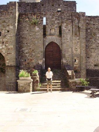 Villafranca in Lunigiana, Italy: Il portone principale