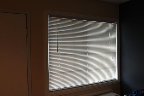 Surf City Inn & Suites: No curtains, it is this light all night long