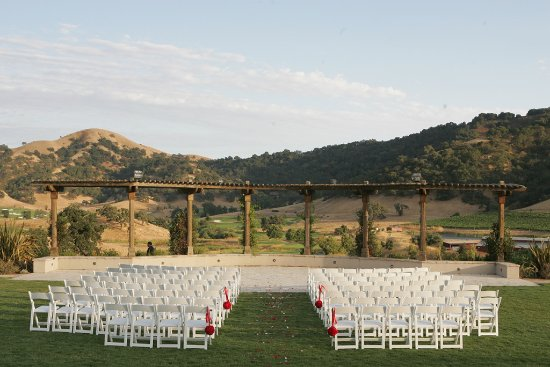 Clos LaChance Winery: Grand lawn (set up for wedding)