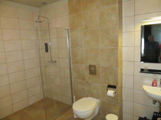 Borgarnes, Island: Handicapped/Wheelchair Accessible Room with huge bathroom