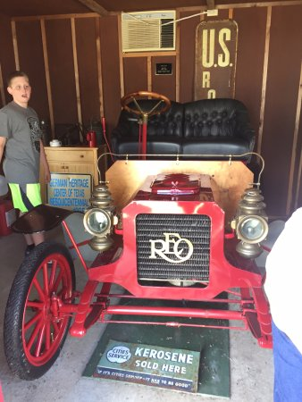 New Braunfels Conservation Society: Early Car with crank