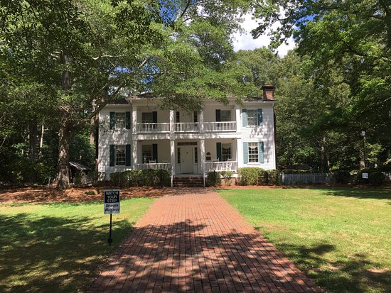 Stately Oaks Plantation: This home is believe to be the model for Tara (Home of Scarlett) in the movie Gone with the Wind