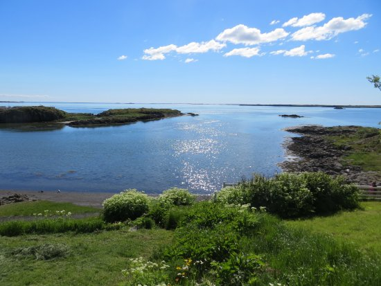 Borgarnes, Iceland: Yard View Out to the Water