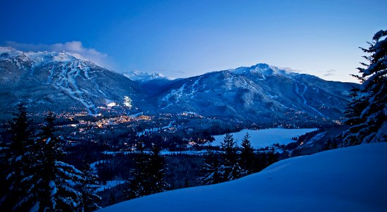 Whistler, Canadá: Dual Mountains at Dusk Photo by David McColm