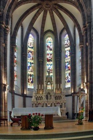 Espalion, Francia: joli choeur en pierre du Poitou