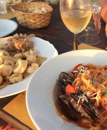 Focene, Italy: Calamare fritti och Pasta med blåmusslor i tomatsås