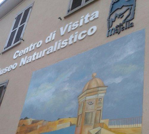 Fara San Martino, อิตาลี: in foto il murales realizzato dall'artista maltese Attard Vella nel 2014
