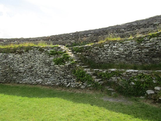 Grianan Of Aileach : stairs are narrow and uneven