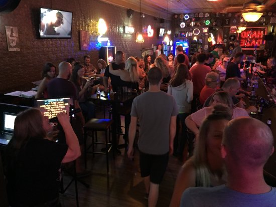 Plano, Ιλινόις: Karaoke Saturday night