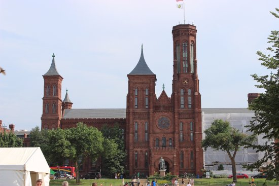 Smithsonian Institution Buidling: Mall side view of the castle