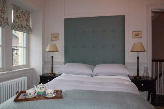 Kirkby Lonsdale, UK: The Panelled Bedroom, double bed