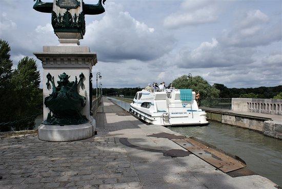 Briare, France: Van het ene kanaal naar het andere varen!