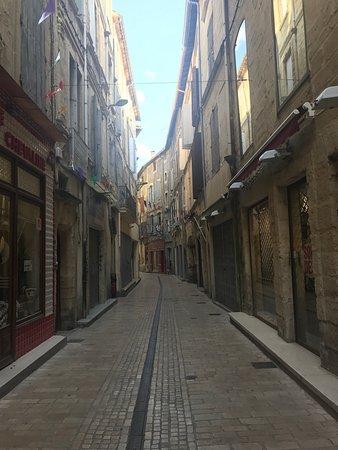 Sommieres, France: Très jolis village style médiéval !  On s'y sent bien ;)