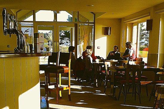 Kilbrittain, Ireland: The bar at The Pink