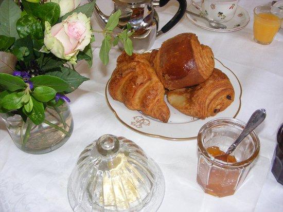 Fleurines, France: Breakfast