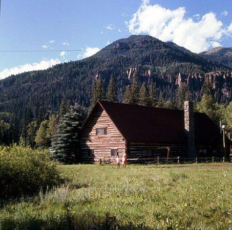 Bruce Spruce Ranch: Historical cabin on property