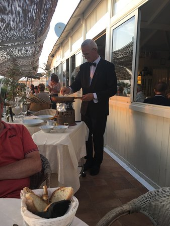Ristorante La Lanterna: Had a fab meal here in July 2017.  The sunset was magnificent and the food matched.  The staff w