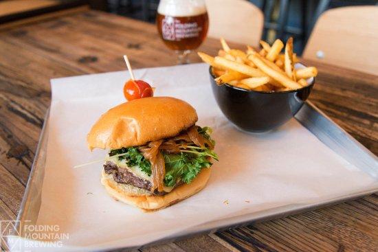 Hinton, Canada: FMB Burger and fries