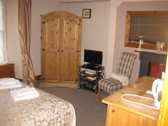 Llanfor, UK: Large beautifully decorated room!