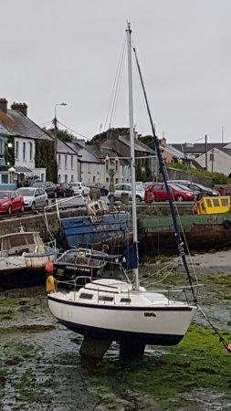 Barna, Irland: Porticciolo e bassa marea