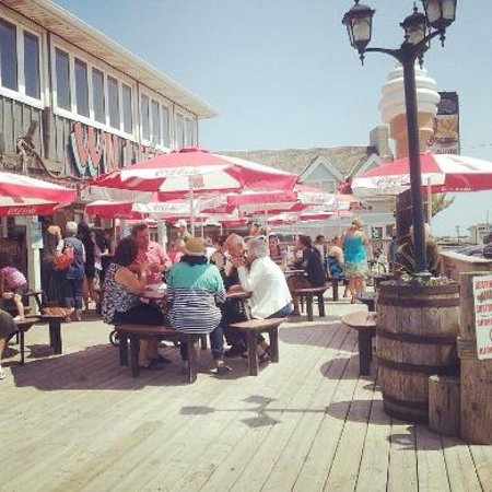 Port Dover, Canada: Outdoor and indoor seating available