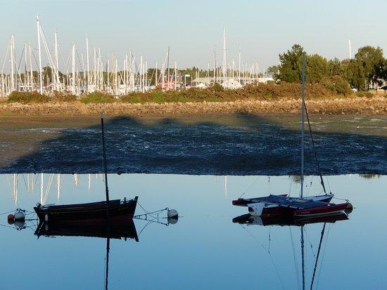 La Foret-Fouesnant, Франция: Blick vom Cafe du Port