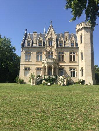 Chateau Bellevue: .