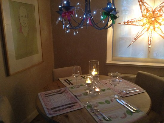 Llanfair Caereinion, UK: The Cozy Romantic Upstairs Dining Room ideal for couples or groups