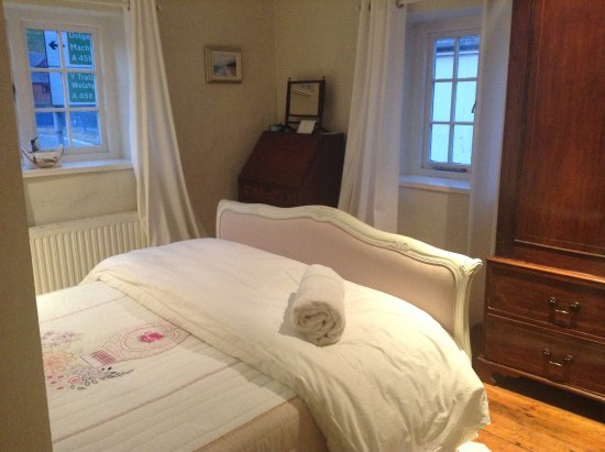 Llanfair Caereinion, UK: A Restaurant with Rooms ! Luxurious shabby chic comfort