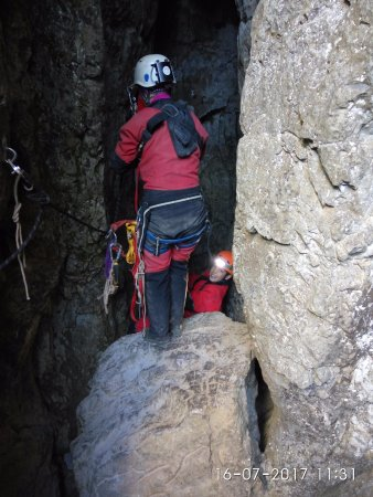 Arieseni, Romanya: Descent into a cave not accessible without guidance and suitable equipment