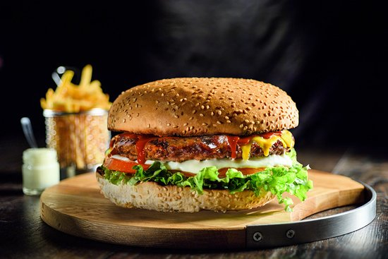 Stavroupoli, Greece: monster burger