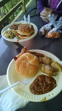 Romulus, NY: Buttonwood Deck Party BBQ.... MMMmmmmm!!!