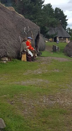 Highland Folk Museum: Traditional dressed people outside their cottage