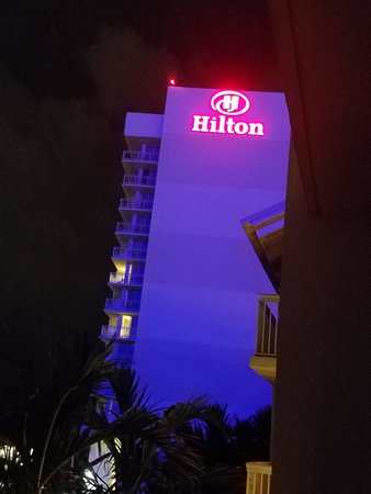 Hilton Fort Lauderdale Marina: Only positive was the view, but was not worth my dress