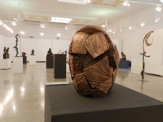 Piracicaba, SP: Local estava expondo obra da artista plástica Maria Bonimi