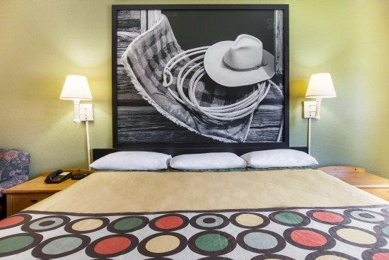 Sherman, TX: 1 King Bed