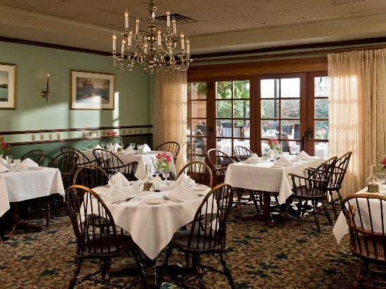 Dan'l Webster Inn & Spa: the elegant Heritage Dining Room