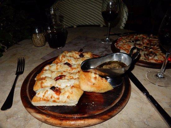 American Colony Hotel Arabesque Restaurant : Foccacio